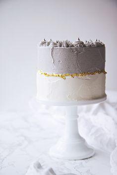 ... black sesame matcha cake ...