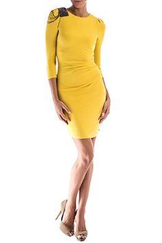 La marca italiana presenta este fabuloso vestido drapeado y con corte ajustado,con manga francesa y el detalle de cristales en el hombro que sin duda le da ha este vestido un toque chic para la noche. Composición:90% viscosa,8% poliamida,2% elastán. REF:MILIDRESS G211 VESTIDO MET MILIDRESS de Met @ www.miinto.es