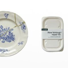 Kintsugi DIY Kit Worldwide Delivery (UK, US and More). The Japanese Kintsugi Repair Kit lets you repair ceramic, pottery or china with a golden touch. Kintsugi, Japanese Ceramics, Japanese Pottery, Wabi Sabi, Ceramic Plates, Ceramic Pottery, Delft, Ancient Japanese Art, Scrappy Quilts