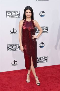 Selena Gomez arrives at the American Music Awards at the Microsoft Theater in Los Angeles on Nov. 22, 2015.