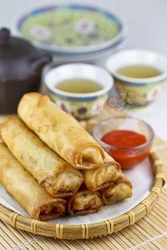 Deliciously light, airy, and crispy Fried Popiah (Spring Rolls) filled with jicama, carrots, and cabbage. Freeze uncooked spring rolls for later. | Food to gladden the heart at RotiNRice.com