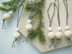 Bohemian Christmas, Gold Christmas Tree, Natural Christmas, Simple Christmas, Christmas Holidays, Christmas Ornaments, Minimal Christmas, Christmas Projects, Holiday Crafts