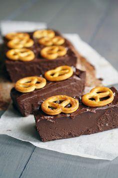 Если любите трюфельные конфетки, то этот десерт для вас. По большому счету это и есть трюфели, только с небольшими отступлениями. Готовится он очень быстро, особенн�…