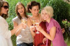 Champagner mit den Freundinnen genießen.