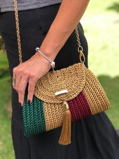 Crochet Tote, Crochet Handbags, Crochet Purses, Diy Crochet, Crochet Accessories, Crochet Patterns, Crochet Magazine, Shoulder Bag, Embroidery