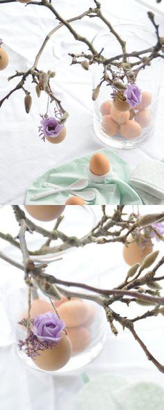 Magnoliatak versierd met eierhangers en bloemetjes. Easy & super cute. Bekijk meer foto's op www.socelebrate.nl.