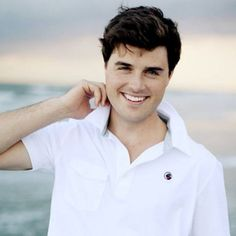 Chances are fairly high that Southern Proper made your favorite t-shirt. Why should polos be any different? We recommend you use it the exact same way your grandfather did - to store things you'd never want your grandmother to find. Southern Proper, Preppy Southern, Preppy Men, Preppy Style, Classy Men, Preppy Outfits, Golf Shirts, Summer Looks, Physique