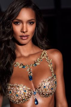 Champagne Dreams Fantasy Bra. Victoria's Secret 2017.