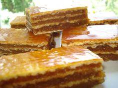 Prajitura cu foi napolitana si crema caramel Romanian Desserts, Romanian Food, Sweets Recipes, Cake Recipes, Cooking Recipes, Creme Caramel, Mini Cheesecakes, Pastry Cake, Cakes And More
