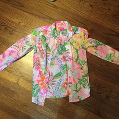 Lilly Pulitzer for Target Button up Top WORN ONCE! Like new Lilly Pulitzer for target button up top Lilly Pulitzer Tops Button Down Shirts