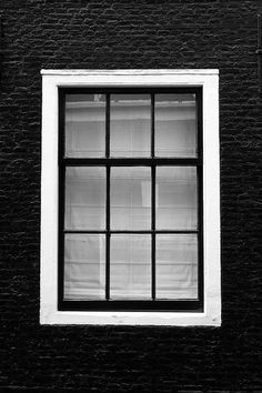i wldnt do black but maybe dark gray windows w lighter gray house Dark Grey Houses, White Houses, White Trim, Black And White, Colonial House Exteriors, Screened In Porch, Grey Paint, New Room, House Painting