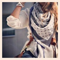 Louis Vuitton scarf ❤ this LV scarf Look Fashion, Street Fashion, Womens Fashion, Fall Fashion, Fashion Trends, Mode Style, Style Me, Girl Style, Foulard Louis Vuitton