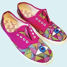 """Zapatillas pintadas a mano modelo """"Ojos"""" Compralas en http://pnitas.es/shop/zapatillas-2/ojos/  Handpainted sneakers model """"Eyes"""" Buyt them at http://pnitas.es/en/shop/sneakers/sneakers-model-eyes/"""