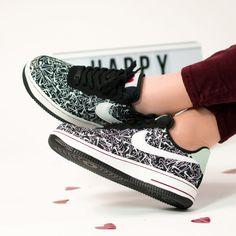 RELEASE 😍💖 Nog meer liefde met deze liefdevolle Nike Air Force 1 '07 SE Premium! Nike geeft er een feestelijke draai aan voor Valentijnsdag. Vans Authentic, Nike Air Force, Sneakers, Shoes, Fashion, Tennis, Moda, Slippers, Zapatos