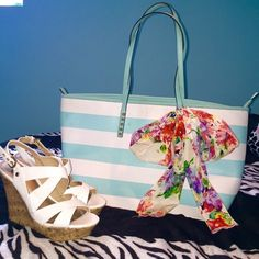 ✨SALE TIL MIDNIGHT✨ALDO Bag Beautiful turquoise and white bag from aldo, the most perfect accessory for your spring wardrobe! The bright contrasting colored stripes paired with a beautiful floral scarf will add a wonderful feminine touch to any outfit! This bag has been gently used and it's condition shows just that, there is a small pen mark on outside (last photo) and light normal wear on the inside. Priced accordingly. ALDO Bags