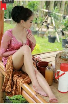rhina-queenzee baju tukang jamu at DuckDuckGo Indonesian Girls, Queen, Skin So Soft, Beautiful Legs, B & B, Hottest Models, Girl Photography, Traditional Dresses, Asian Girl