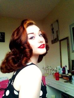 53 Adorable Retro Chic Hairstyles Ideas You Must Love 1940s Hairstyles, Chic Hairstyles, Retro Chic, Retro Style, Vintage Style, Vintage Ideas, Vintage Fashion, Beautiful Redhead, Gorgeous Hair