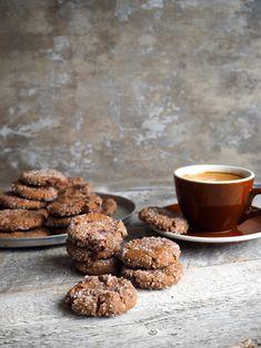 I forbindelse med Melange sitt julebakeri har jeg fått i oppdrag å teste gode, velprøvdejulebakst oppskrifter med margarin. Pepperkaker er testet (se oppskriften og resultatene her) og kokosflarn (se oppskriften her) har bestått prøven og vel så det. Nå er det tur for sjokoladepepperkakene, kanskje våre aller mest populære julekaker som er så gode at [...]Read More... Kokos Cupcakes, Dog Food Recipes, Cake Recipes, Norwegian Food, Norwegian Recipes, Christmas Candy, Xmas, Winter Holidays, Gingerbread