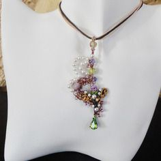 Pendentif glamour et romatique nacre blanche swarovski et perles de verre