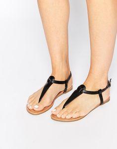 Daisy Street | Daisy Street Black Toe Post Flat Sandals at ASOS