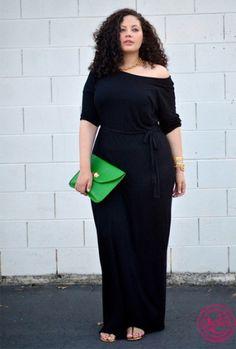 Черное длинное платье на пышной красавице