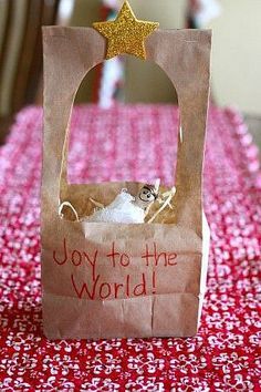 Paper Bag Manger Craft - I Can Teach My Child! Such a simple activity for toddlers and preschoolers to celebrate the birth of Christ! Want great hints about arts and crafts? Go to this fantastic website!