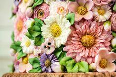 Karen Davies, Buttercream Flowers, Fondant Flowers, Sugar Craft, Cake Cover, Cake Videos, Novelty Cakes, Cake Decorating Tips, Flower Garlands
