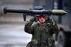 """""""Wer jetzt Steuergeld in Panzer und Waffen pumpt, entfacht eine Eskalationsspirale, die Deutschland, Europa und die Welt nicht sicherer macht"""", so Linke-Parteichef Bernd Riexinger."""