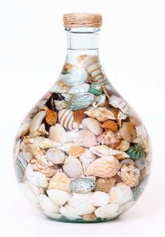 You can enhance the natural beauty of your home with beach house decorating ideas. Coastal Decor like beach art and furniture. Seashell Display, Seashell Art, Seashell Crafts, Beach Crafts, Diy And Crafts, Deco Marine, I Need Vitamin Sea, Creation Deco, Shell Beach