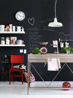 This chalk board wall is my brainstorming heaven. I could finally ditch all my post-its.