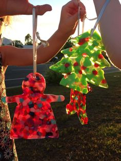 Easy suncatcher Christmas ornaments to make