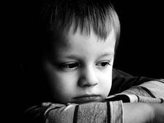 El aislamiento y reclusión en sí mismos de algunos niños está motivado por situaciones de acaso escolar