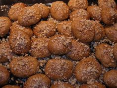 Greek Christmas Biscuits with Honey (Melomakarona) reminiscing christmas baking with my mom Greek Sweets, Greek Desserts, Greek Recipes, Fun Desserts, Melomakarona Recipe, Greek Christmas, Christmas Baking, Christmas Crafts, Greek Cookies