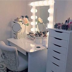 Cute bedroom ideas for teenage girl easy light decor cute teen room Sala Glam, Bedroom Decor For Women, Apartment Bedroom Decor, Bedroom Desk, Star Bedroom, Comfy Bedroom, Bedroom Storage, Apartment Living, Diy Bedroom