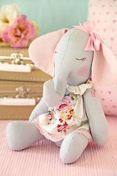 Animal Sewing Patterns, Stuffed Animal Patterns, Felt Dolls, Baby Dolls, Pet Toys, Kids Toys, Fabric Fish, Fabric Animals, Baby Sewing Projects