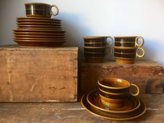 Set of 6 trios/höganäs/coffee cups/saucers/plates/minimalistic/wabisabi/jungalow/ earthy /stoneware/ by WifinpoofVintage on Etsy Coffee Cups And Saucers, Cup And Saucer, Caramel Brown, Open Shelving, Scandinavian Design, Minimalist Design, Earthy, Stoneware, Plates