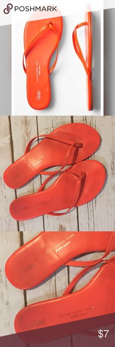 Gap Leather Flip Flop Preowned. Worn multiple times. Has dark marks from wear. PRICE FIRM unless bundled. Bundle and save! GAP Shoes Sandals