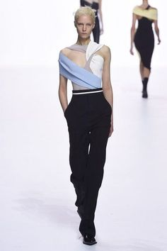 See all the Collection photos from Haider Ackermann Spring/Summer 2018 Ready-To-Wear now on British Vogue Women's Runway Fashion, Fashion Show, Fashion Design, Womens Fashion, Ladies Fashion, Haider Ackermann, Chic Outfits, Fashion Outfits, Fashion Tips