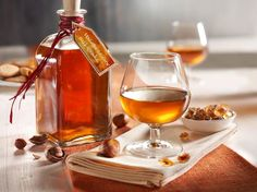 Haselnuss-Likör Rezept: ml,Haselnuss-Kerne,Vanilleschote,Zimtstange,Nelken,Kandis,Cognac
