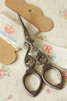 vintage antique style RETRO SCISSORS design C via Etsy