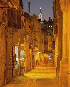 Parte da Via Sacra pelas ruas da velha Jerusalém.  Israel - Por Ellen Nogueira