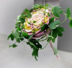 Composite rose bouquet with vines. Modern romance.
