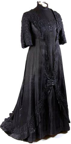 Dress, ca. 1902-10. Silk and tulle with machine embroidery. Mode Museum, Antwerp