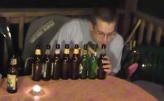 Coge unas cuantas cervezas y sopla dentro de ellas, eso es lo que podemos ver dentro de las felicitaciones de cumpleaños más divertidas.