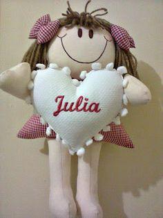Helo e Isa bebê: Enfeite de porta boneca com coração