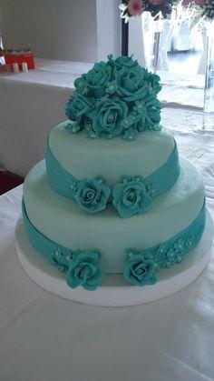 Resultado de imagen para pasteles de 15 años color verde agua