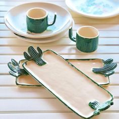 pottery ideas This kind of pottery planters can be a very inspirational and excellent idea Slab Pottery, Ceramic Pottery, Pottery Art, Thrown Pottery, Pottery Studio, Ceramic Clay, Ceramic Plates, Cactus Ceramic, Diy Clay