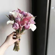 Ideas Flowers Bucket Wedding For 2019 Hand Bouquet Wedding, Tulip Wedding, Wedding Reception Flowers, Wedding Bouquets, Calla Lily Bouquet, Tulip Bouquet, Blush Bouquet, Hand Flowers, Bunch Of Flowers