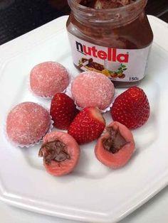Brigadeiro de morango com recheio de Nutella.