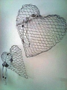 Hjemmelagede hjerter i hønsenetting